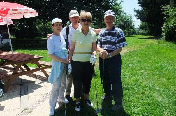 Une équipe en or ( Micheline, Christiane et Paul) avec Gérard. Toujours des rencontres amicales et enrichisantes. ::