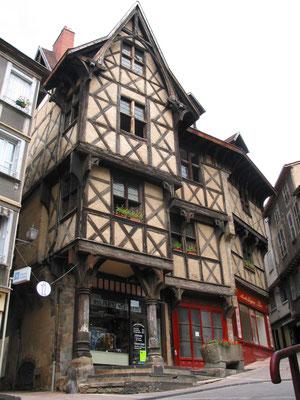 Thiers Hôtel du Pirou (office du tourisme)