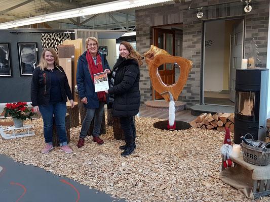 Gewinnübergabe #1 - Gewinnerin Anja Balk hat Ihren Gutschein an den Sozialdienst katholischer Frauen in Nordhorn gespendet.
