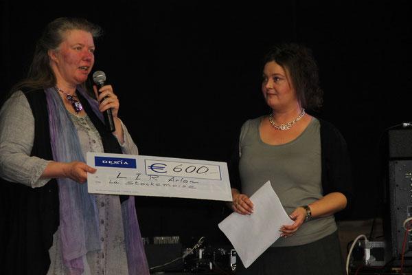 Remise d'un don par Yolande Mathey de l'Harmonie Royale la Stockémoise