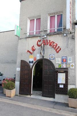 """Diner au restaurant """"Le Caveau"""