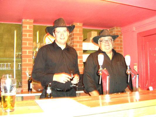 Nos barmans... toujours prêts