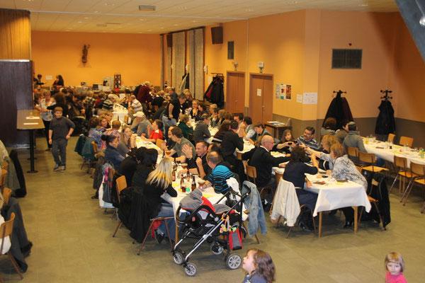 Vu des tables...La salle est comble...