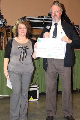 La remise du chèque, de 1500€, en soutien à la LIR Arlon