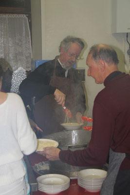Les bénévoles en cuisine...