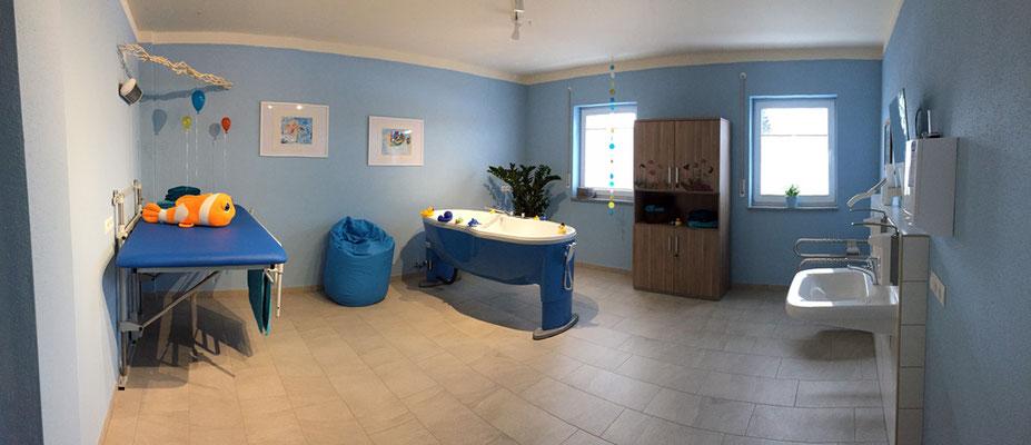 Badezimmer mit High-Tech-Badewanne