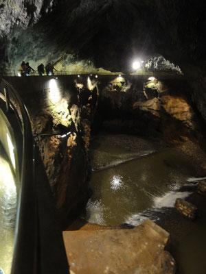 Der unterirdische Fluss, der schon die oberen Höhlenebenene erschaffen hat