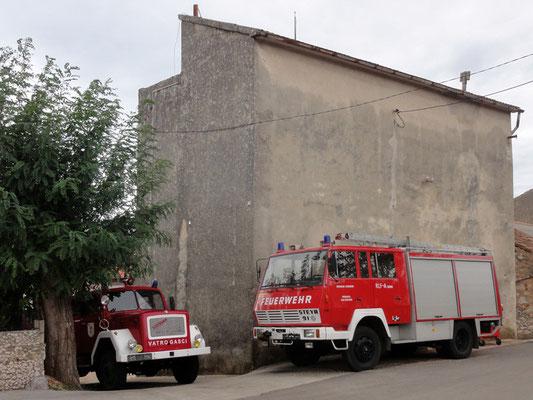 Österreichische Wertarbeit am hintersten Ende der Insel Pag - Fahrgestell Steyr (OÖ), Aufbau Lohr (ST), Seilwinde Karner (NÖ), wer braucht schon ein Nummerntaferl wenn's brennt?