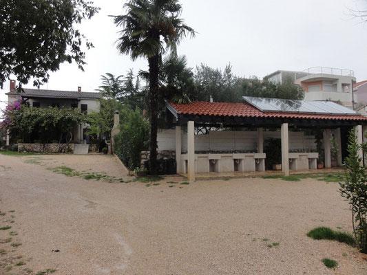 Familiärer Campinplatz Moce - Wohnhaus der Betreiber und ein Teil der Sanitäranlagen