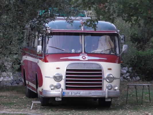 Ist das cool? Ein 65 Jahre alter Kässbohrer-Setra-Autobus als Wohnmobil !!!