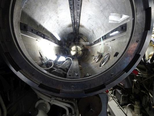 Blick in ein Torpedorohr