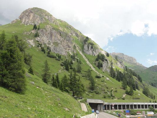 Straße bem Pass Fedaia (2057m)