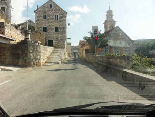 Cool - Durchfahrsampel durch das enge Dorf mit Countdown-Zähler