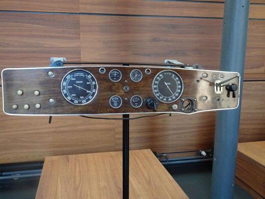 Armaturenbrett eines Bugatti Type 57