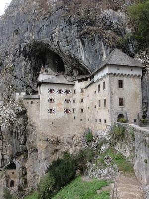 Höhlenburg Predjama, in den Felsen gebaut