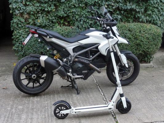 Der Scooter hat 500W, der Starter der Ducati hat 700W