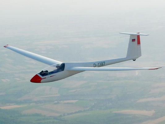 D-1387 Rolladen-Schneider LS4a - mein eigenes Segelflugzeug, wunderschön, gute Leistung, schön zu fliegen, ideale Sitzposition für stundenlange Flüge, perfektes Cockpit - da passt einfach alles.