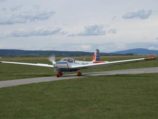 OE-9480 Scheibe SF-25C Falke - Reisemotorsegler meiner Freunde aus Wr. Neustadt West, mit 3-Bein-Fahrwerk und Rotax-Motor fast ein richtiges Flugzeug.