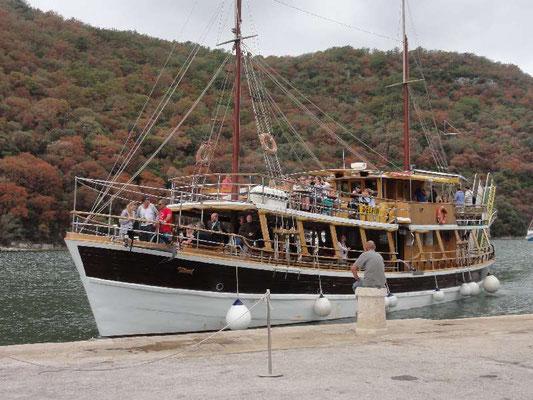 Ausflugsschiff im Limski Kanal