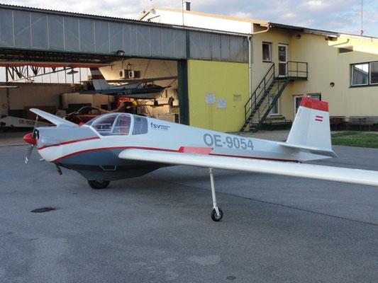 OE-9054 Scheibe SF-25C Falke - Schulungsmotorsegler meines Heimatvereines in Stockerau, heute mein Arbeitsgerät für die Ausbildung unserer Flugschüler. Nach der Generalüberholung im neuen Design (das übrigens von mir ist)