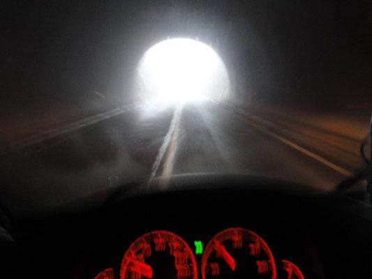 Es gibt immer noch eine Steigerung - Nebel plus unbeleuchteter Tunnel