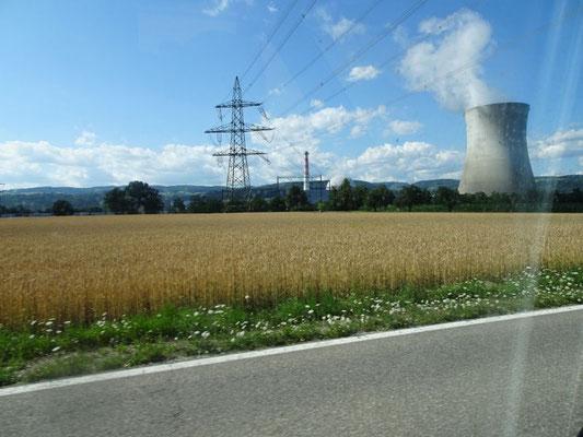 Schweizer Atomkraftwerk - ist sicher nur Zufall, dass alle immer so nah an der Grenze stehen