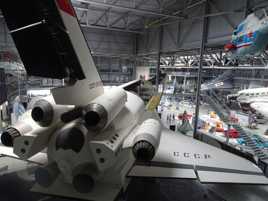 Dieses Shuttle hat normale Flugzeugtriebwerke für Trainingsflüge innerhalb der Atmospäre