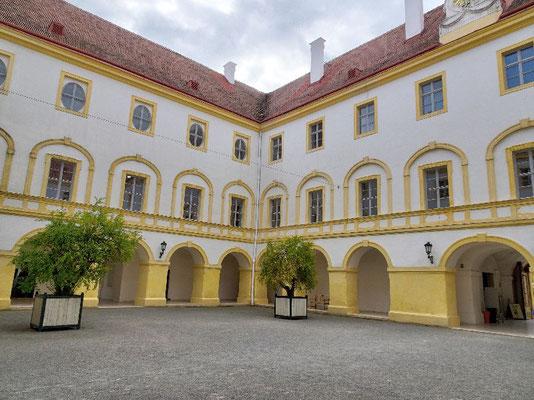 Schloss Hof, Innenhof
