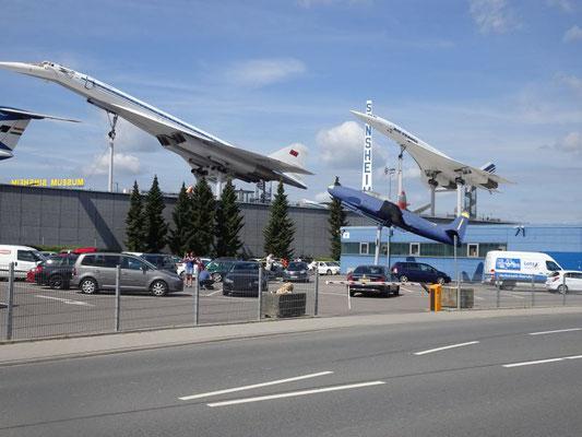 Tupolev 144 (vorne) und Concorde