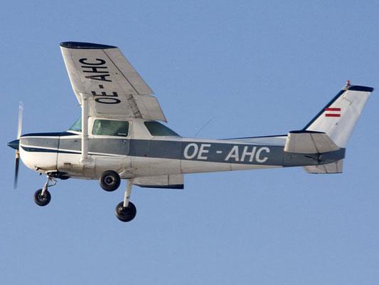 OE-AHC Cessna 150 - ehemaliges Schulungsflugzeug meines Heimatvereines in Stockerau - ja, ich gestehe, dass ich 2x mit einer Cessna geflogen bin, heute verkauft.