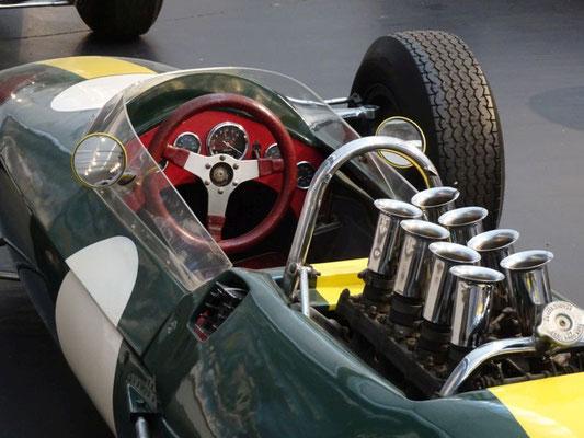 Lotus-Cockpit