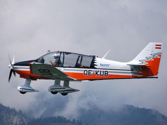 OE-KUB Robin DR400/180R Remorqueur - viersitziges Reiseflugzeug und Schleppmaschine meines Heimatvereines in Stockerau, bärenstark, perfekte Sicht, das Motorflugzeug, mit dem ich am meisten und am liebsten fliege. Das Design stammt  übrigens von mir.