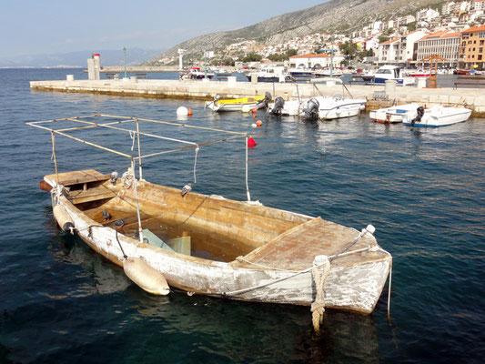 Fast neuwertiges Boot mit leichten Feuchteschäden ...