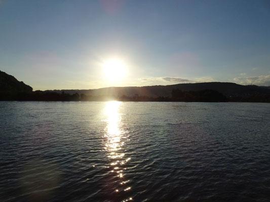 Auch am Rhein gibt's schöne Sonnenuntergänge