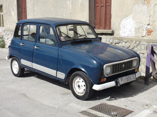 Renault R4, bei uns schon vor Jahren von den Straßen verschwunden