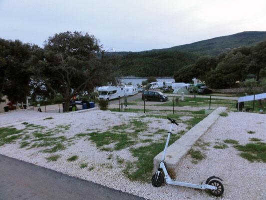 Campingplatz, das Ding im Vordergrund ist seit heute Vormittag mein neuester Fuhrpark-Zugang (die 500W sind beherrschbar)