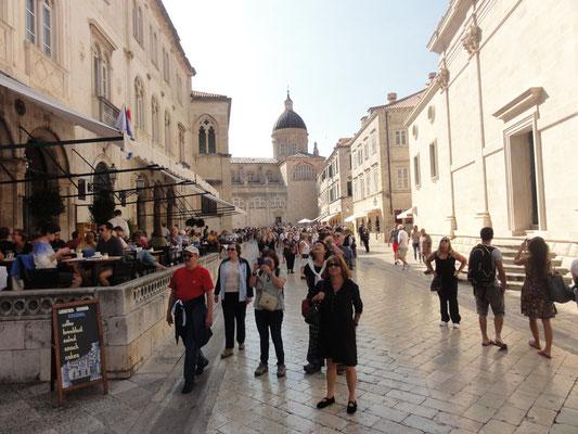 Menschenmengen in der Altstadt von Dubrovnik