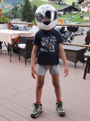 Der Bambini war so begeistert von meinem Helm, dass ich ihm einfach die Freude gemacht habe.