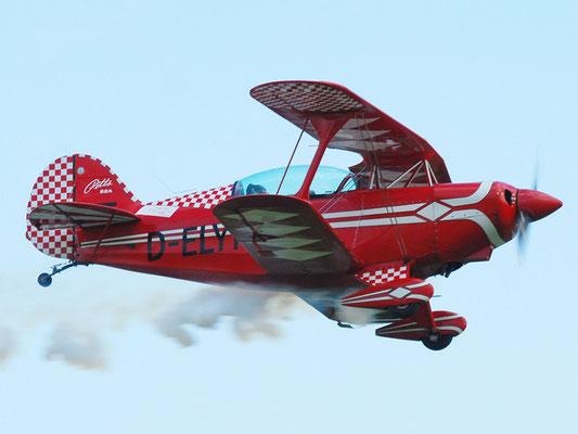D-ELYN Pitts S2A - klassisches Motorkunstflugzeug meiner Freunde vom Spitzerberg, klein, laut, stark, giftig, beim Landen eine Sau, Adrenalin pur.