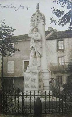 Carte postale ancienne du Monument aux Morts