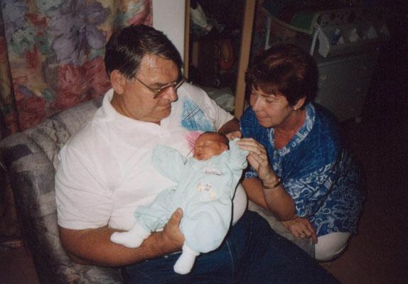 Hedy und ihr Mann Gerhard mit ihrem Urenkerl Raphael