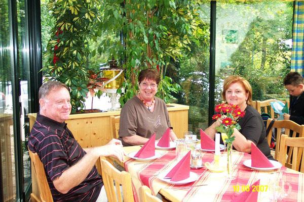Hedy mit Schwager Otto und Schwägerin Christa 2007