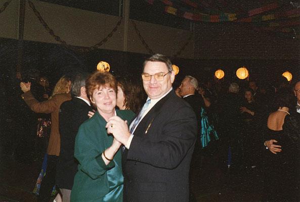 Hedy mit ihrem Mann beim Tanzen