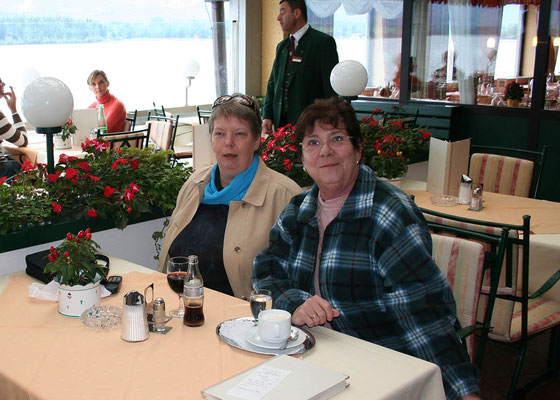 Hedy mit Christa Mössmer bei einem gemeinsamen Urlaub im Salzkammergut 2007
