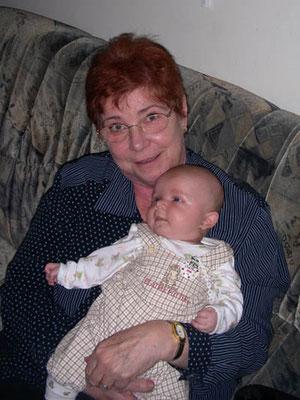 Hedy mit ihrem Urenkerl Mathias