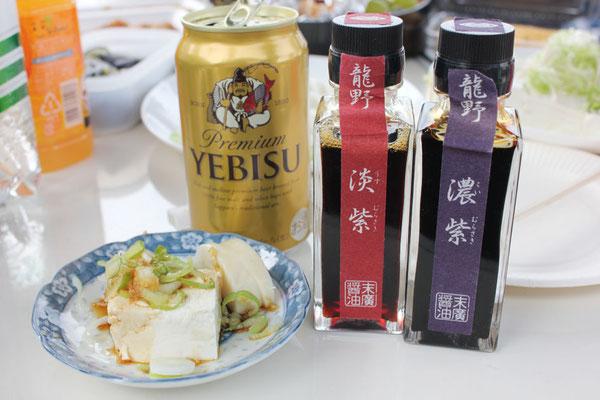 朝日新聞の中村さんより差し入れの、醤油とビール