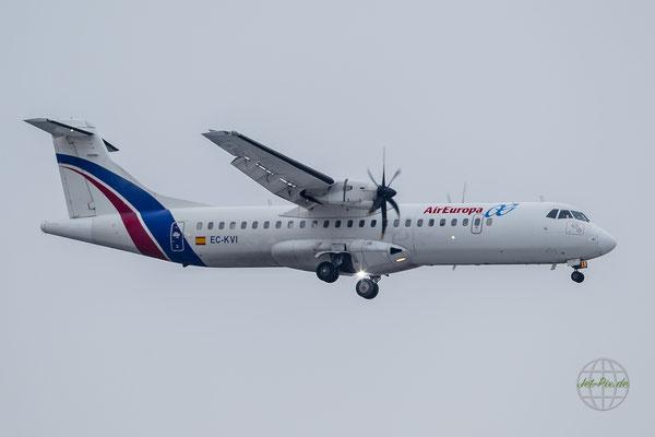 Air Europa ATR-72 bei der Landung in Frankfurt am Main bei schlechtem Wetter