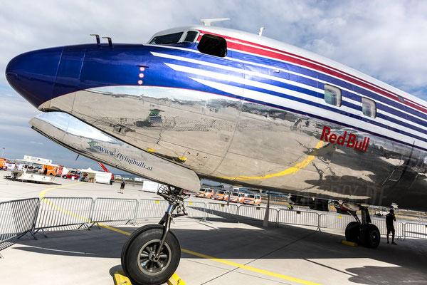 Endlich war die DC-8 von Redbull mal wieder in Frankfurt anwesend. Man möchte nicht wissen wie aufwändig das Polieren ist