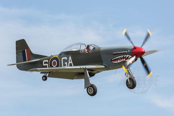 Mustang setzt zur Landung in Duxford an