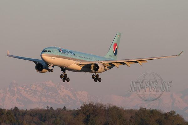 HL8276 Korean Airlines Airbus A330-200 2017 04 29 ZRH